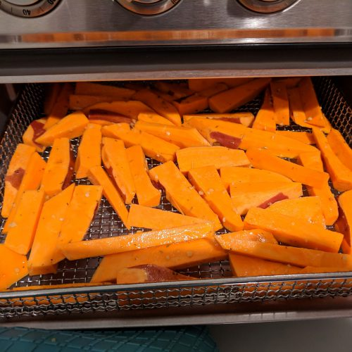 air fryer sweet potato fries single layer in basket